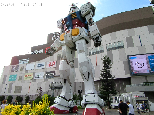Gundam statue in front of Diver City at Odaiba