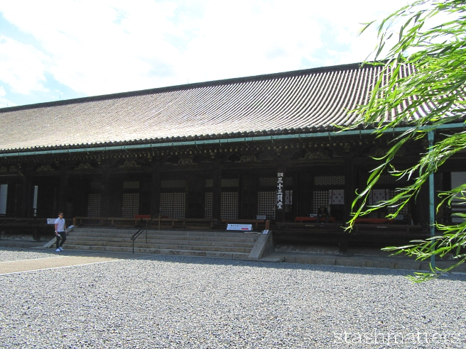 Sanjūsangen-dō Hall which houses 1,001 life-sized golden statues