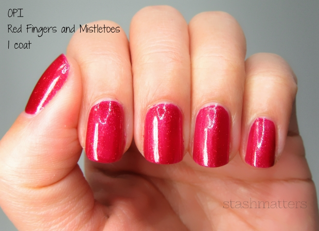 opi_red_fingers_mistletoes_3