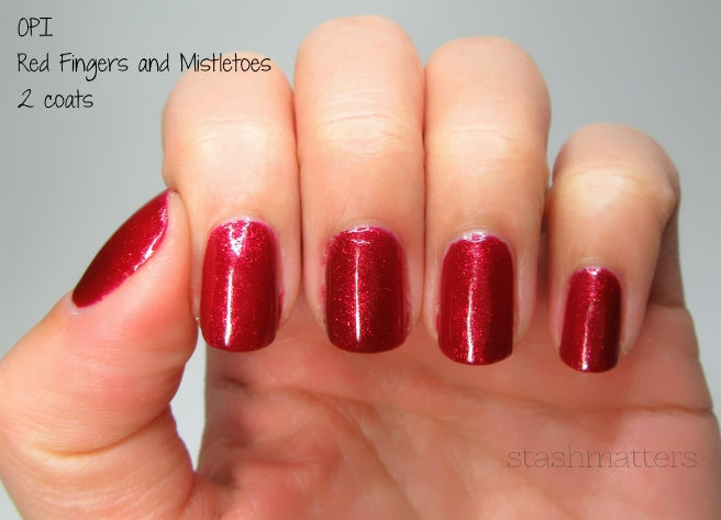 opi_red_fingers_mistletoes_4